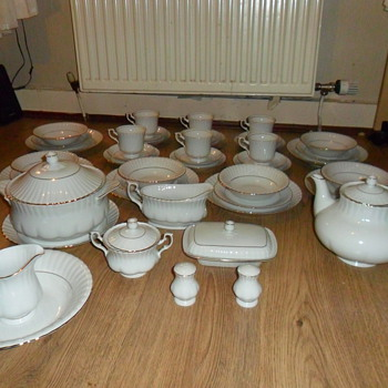 55 peice tea/dinner set