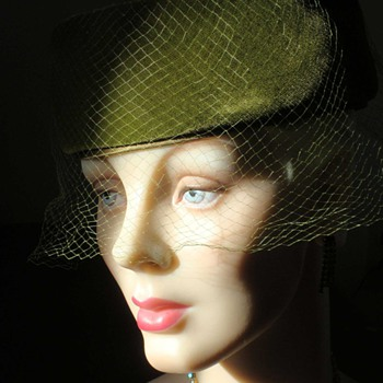 My favorite 1950s pillbox hat......for now....