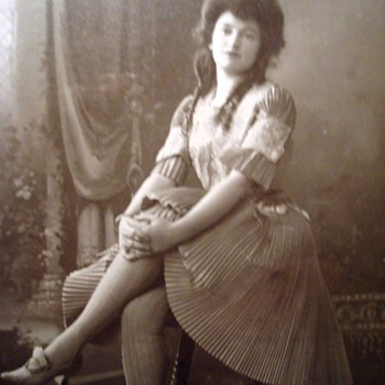 Early 20th Century Vaudeville and Burlesque Stars on Cabinet Cards - Photographs