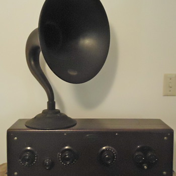 Atwater Kent Radio Model 40 with Speaker Horn and Ear Phones - Radios