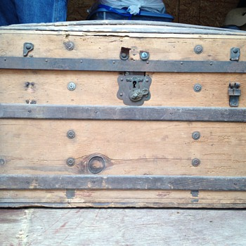 Looking for any information about this Trunk