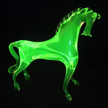 Uranium glass horse - Animals