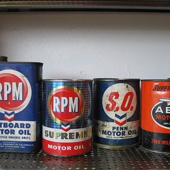 Collection of vintage oil cans - Petroliana