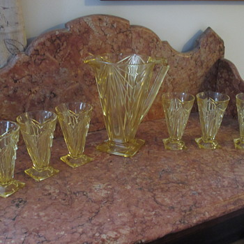 Pyramid Yellow Pitcher with Glasses Indiana Art Deco Depression Glass