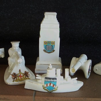 Crested China. First World War theme