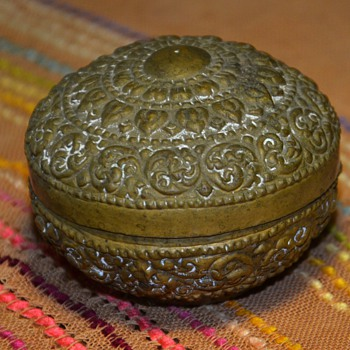 Pretty little brass box - india? - Asian