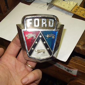 1953 Ford emblem