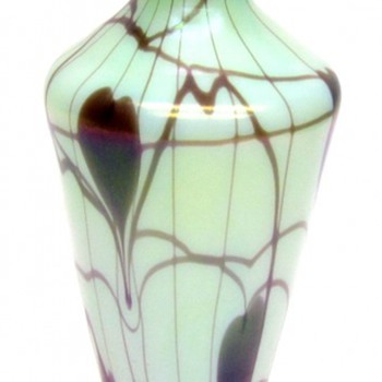 Rare Fenton Hanging Hearts Vase 1925 - Art Glass