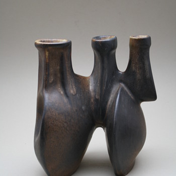 Loré, Beesel, the Netherlands. Designed by Matt Camps 1970s. marked B75 - Art Pottery