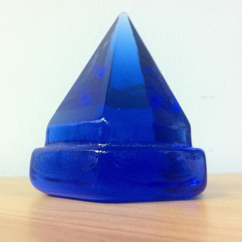 6 SIDED~COLBALT GLASS HEXAGONAL PYRAMID PAPERWEIGHT