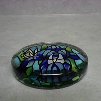 BUTTERFLY PAPERWEIGHT - Art Glass