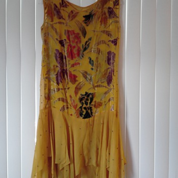 20's or 30's Flapper dress? Can anyone tell me what era and style this dress is?  - Womens Clothing