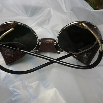 vintage World War ll Aviator sunglasses - Military and Wartime