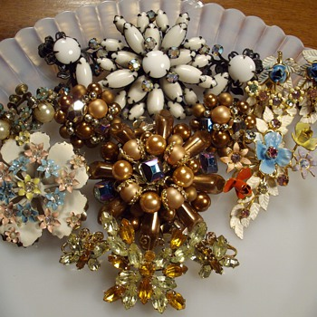 Brooch &amp; Earring Demi Sets. - Costume Jewelry