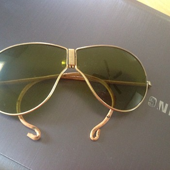Odd retro aviator sunglasses