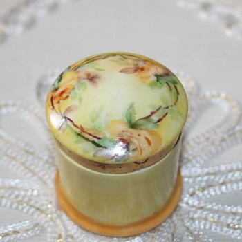 LIMOGES BOX - China and Dinnerware