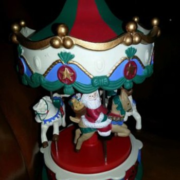 BEAUTIFUL Vintage 4 Horse Christmas Carousel Music Box with Gold Trim Detail
