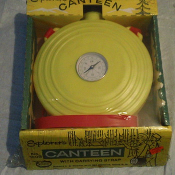 1950's EXPLORER'S KID CANTEEN WITH BUILD IN COMPASS FACTORY SEAL MINT - Toys