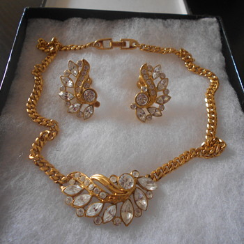 Napier goldtone necklace and earring set - Costume Jewelry