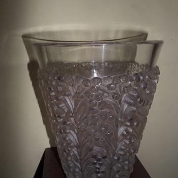 R Lalique St Tropez vase