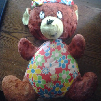 Can Someone P[lease Identify This Bear Or The Company That Made Him. - Dolls