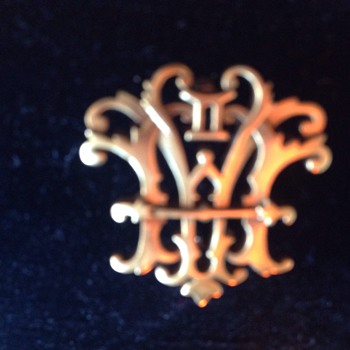 Crest Pin