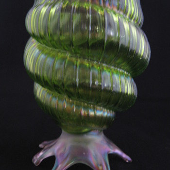 Art Nouveau Kralik Iridescent Glass Shell Vase Czechoslovakia - Art Glass