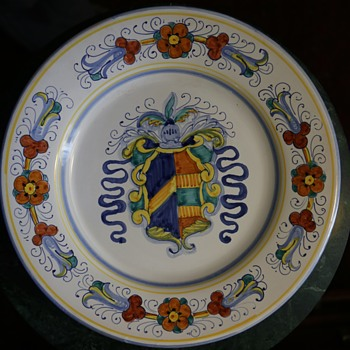 Large Armorial Plate - Faience / Tin-glazed