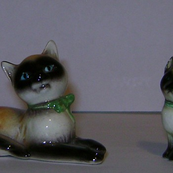 Goebel Cat & Kitten - Figurines