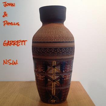 JOHN & PHYLLIS GARRETT - SYDNEY, N.S.W.. - Pottery