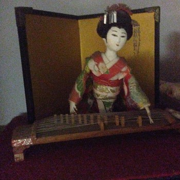 Japanse geisha ethnic doll playing koto