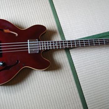 1967 Epiphone Rivoli bass guitar - Guitars