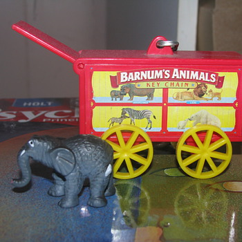 Animal crackers key chain with elephant - Animals