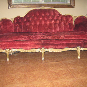 7 legged sofa ???? What, who, when?? - Furniture