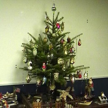 Old Fashioned Christmas Tree - Christmas