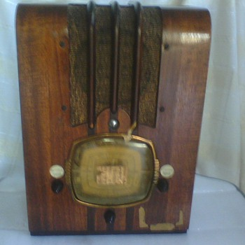 D.R. Company Antique Tombstone Style Radio Model#149 Serial#297707