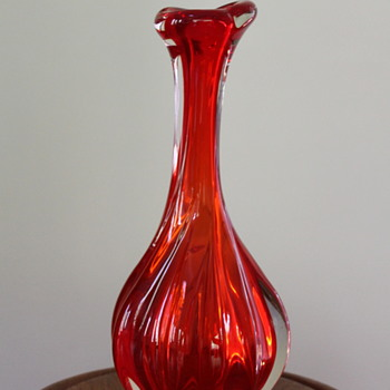 Twisted vase - Japanese of course - Art Glass