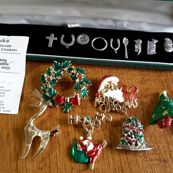 Vintage Chadwick's Sterling Silver Christmas Pudding Charms with original card......and some Christmas jewellery!! - Christmas