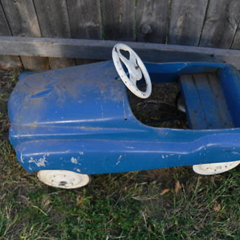 Can anyone identify this pedal car?