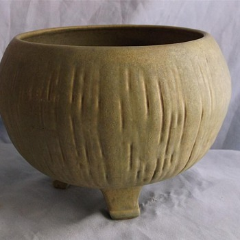 Footed mystery pot. - Art Pottery