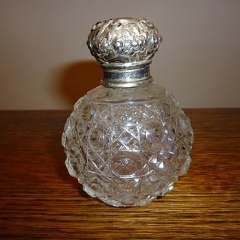 Antique (Victorian?) scent bottle. - Bottles