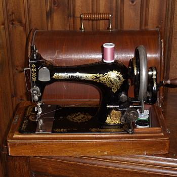Singer Crank Machine - Sewing