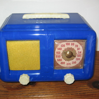 1947 Art Deco Fada Tube Radio in Molted Blue Plastic - Radios