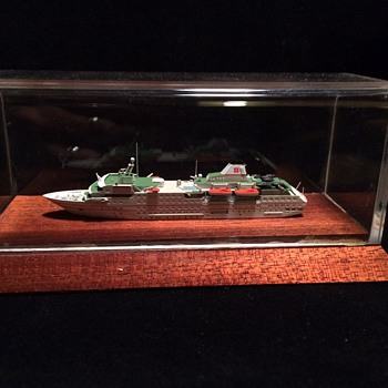 M/S HANSEATIC  CRUISE SHIP MODEL IN ACRYLIC CASE
