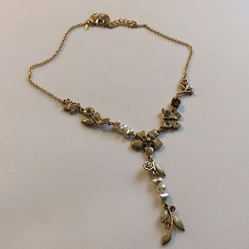 Avon necklace  - Costume Jewelry