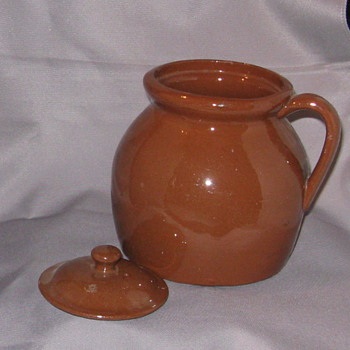 ID and value of small pot - Art Pottery