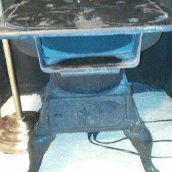 vintage 4 burner coal/wood cast iron stove- number 495 on the top