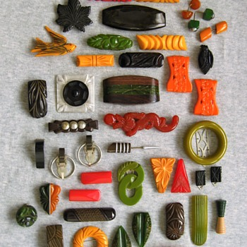 What the heck: bakelite pin and clip bonanza - Costume Jewelry