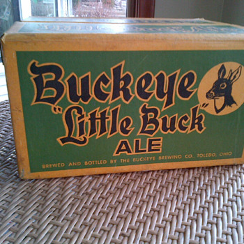 Buckeye &#039;Little Buck&#039; beer case and bottles