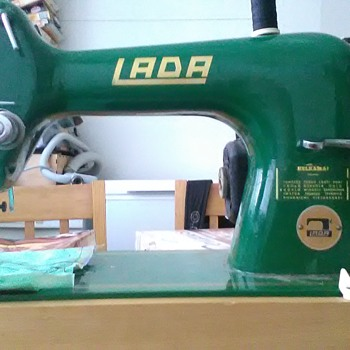 Lada(?) T121 (model 121?) vintage sewing machine. - Sewing